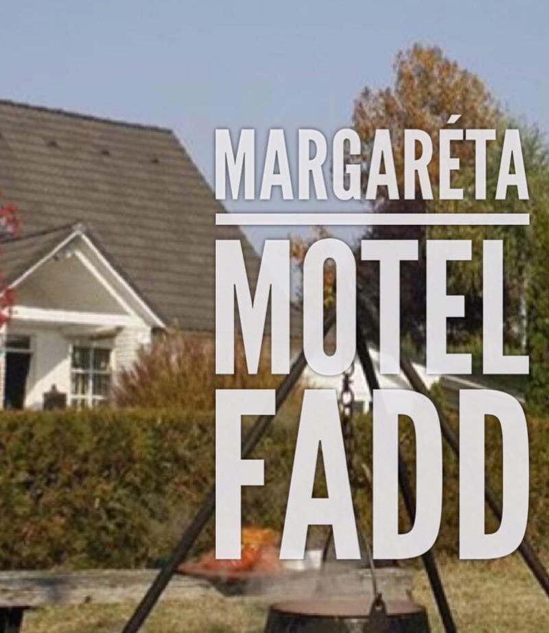 Kapcsolódjon ki a faddi Margaréta Motelben! Családbarát árakon, teljesen felszerelt szállás, és kényelmes faházak várják egész évben. Fadd-Dombori.